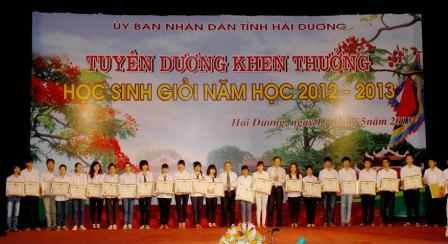Tuyn dng, khen thng hc sinh gii tnh Hi Dng nm hc 2012-2013
